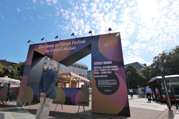Frente al pueblo del festival, 25 de agosto.