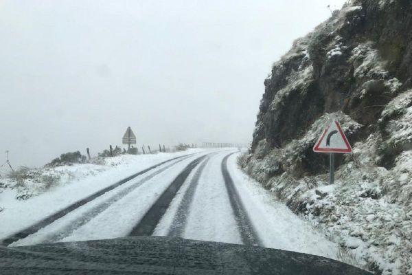 La neige est tombée ce vendredi 25 septembre au puy Mary, dans le Cantal.