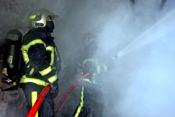 Des pompiers en intervention, image d'illsutration.