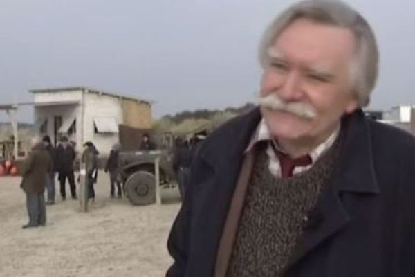 """Léo Lapointe sur le tournage de l'adaption de son roman """"le vagabond de la Baie de Somme"""" diffusé sur France 3 en 2015."""
