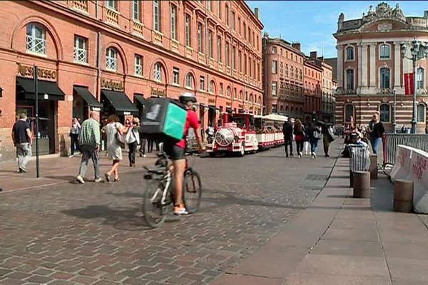 Quatre plate-formes de livraison de repas à domicile sont désormais en activité sur la ville rose. Sur l'agglomération, on compte 510 coursiers en activité.