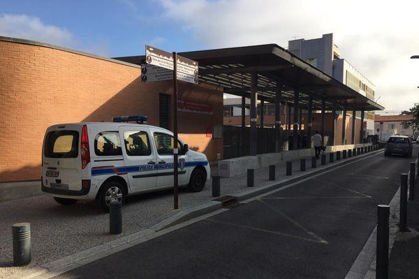L'école maternelle et élémentaire publique Jordi Barre est, avec l'école privée élémentaire Sainte-Thérèse, l'un des deux groupes scolaires à avoir été sécurisés.