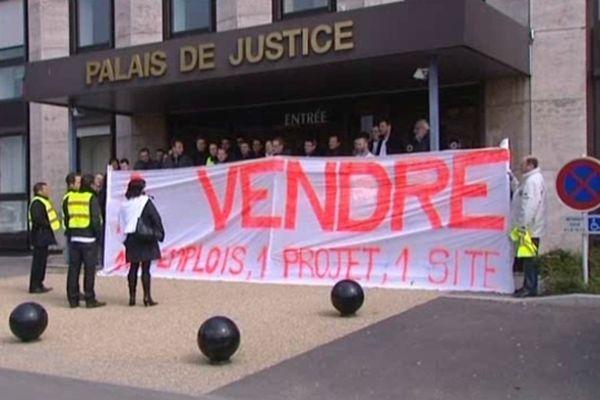 Les salariés de Skylander devant le tribunal de Briey le 3 avril 2013