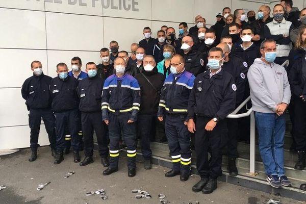 Vendredi 12 juin, environ 150 policiers se sont rassemblés devant le commissariat de Clermont-Ferrand.