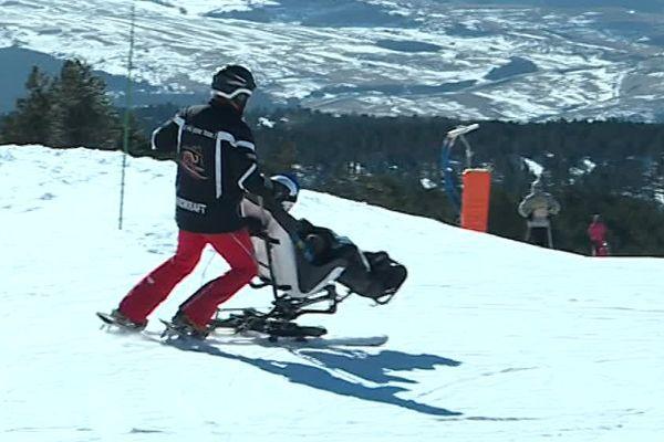 L(association Handikraft à Font-Romeu, dans les Pyrénées-Orientales propose tout l'hiver des cours de ski pour les handicapés - 21 février 2017