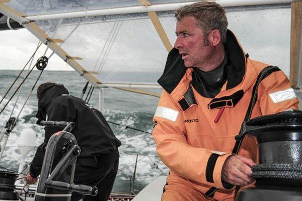 Yann Eliès au premier plan et son coéquipier Charlie Dalin sur l'Imoca Queguiner-leucémie espoir
