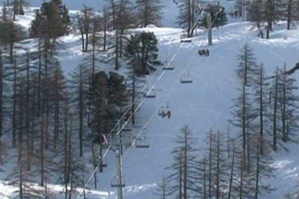 La station de Montgenèvre dans les Hautes-Alpes, un accident de télésiège s'est déroulé sur le versant italien du domaine.