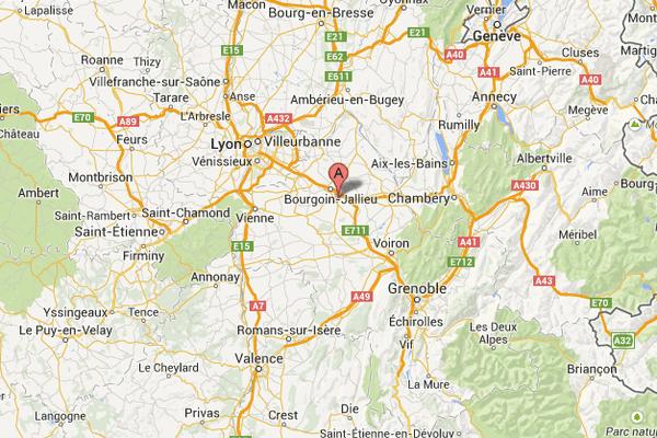 L'accident s'est produit au niveau de Nivolas-Vermelle, passage à niveau 27.