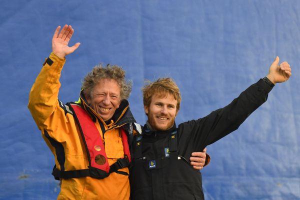 Décembre 2017, François Gabart savoure son record du tour du monde en solitaire à Brest avec Jean-Yves Bernot