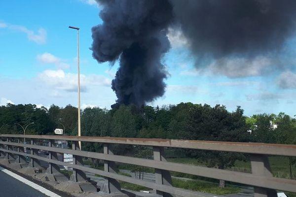 Un incendie s'est déclaré à Bezons dans le Val-d'Oise jeudi 13 mai 2021.