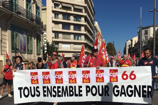 A Perpignan, la manif interprofessionnelle contre le réforme des retraites a rassemblé au moins un millier de personnes, ce mardi matin.
