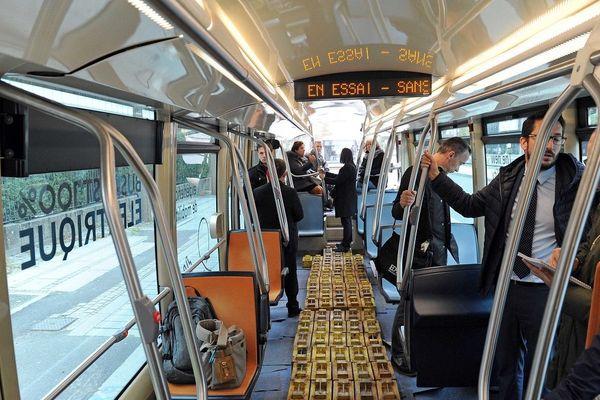 Le look du bus 100% électrique Aptis s'inspire des tramways.