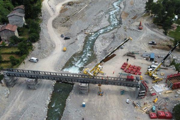 Cette passerelle de 70m de long sur 3 de large doit être ouverte à la circulation le 15 août.