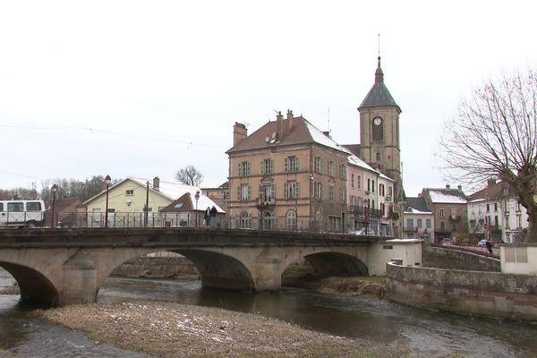 Saint-Loup-sur-Semouse, en Haute-Saône, compte 3200 habitants, appelés des Lupéens.