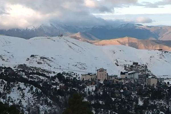 La station de La Pierre St-Martin dans les Pyrénées-Atlantiques se situe entre 1527 m et 2153 m d'altitude