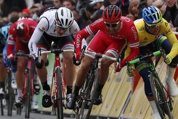 Pendant le sprint de la 2ème étape de Paris-Nice 2016.