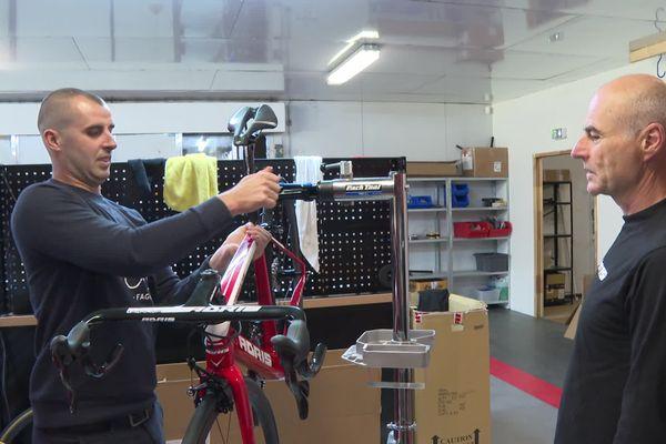 Olivier Duault a présidé pendant longtemps le club de vélo de Locminé. Il a transmis le virus du vélo à ses deux fils Adrien (sur la photo) et Romain