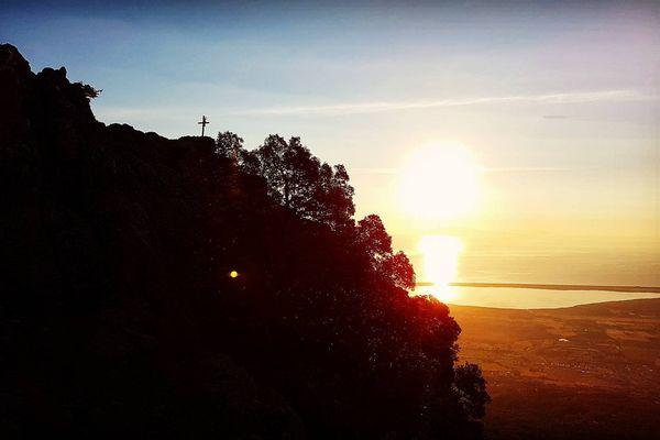 Lever de soleil sur les hauteurs de Borgo