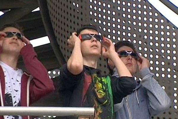 Lattes (Hérault) - sécurité drastique au lycée Champollion pour regarder l'éclipse de soleil - 20 mars 2015.