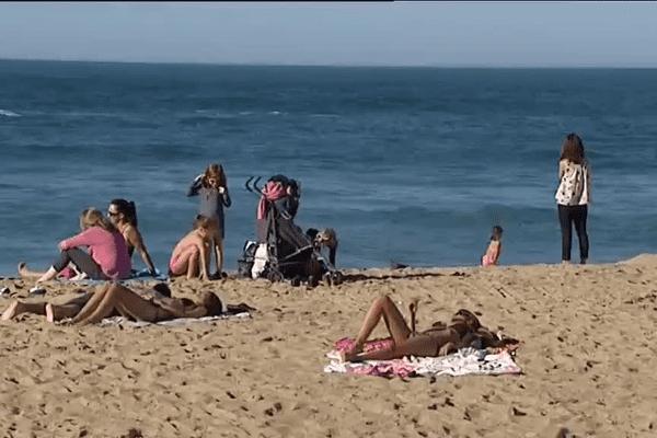 En maillot de bain sur les plages de Biarritz le 7 novembre 2015 !