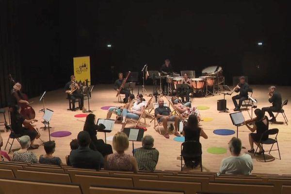 L'Orchestre Victor Hugo propose une expérience musicale inédite et intimiste, au cœur des émotions.