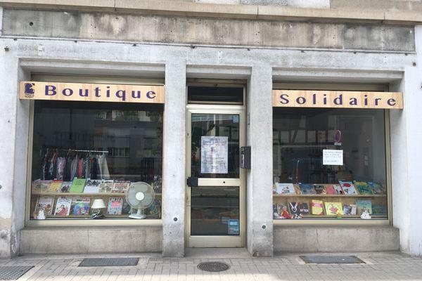 La boutique solidaire se trouve dans un bâtiment prêté par l'agence immobilière Immoval.