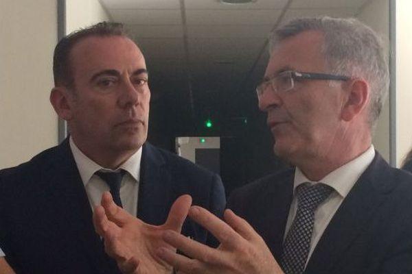 Marc Gricourt, maire de Blois et tête de liste PS dans le Loir-et-Cher, en campagne dans une maison de santé à Châtres-sur-Cher avec François Bonneau, le président de région sortant.