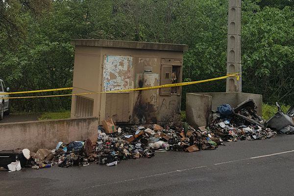 05/05/2018 - A Biguglia, un conteneur a brûlé sur le parking d'une résidence. L'incendie s'est propagé à un transformateur électrique.