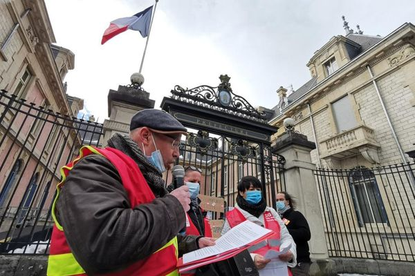 Une action de la CGT ce jeudi 21 janvier, devant la Préfecture de Belfort.