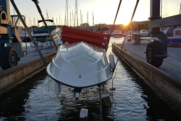 Leur embarcation a été repêchée, elle leur sera rendue ce mardi 30 juin.
