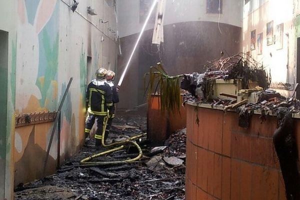 Six des dix classes ont été détruites dans l'incendie