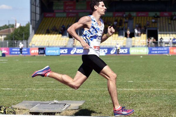 Pierre-Ambroise Bosse lors des qualifications du 800 mètres aux championnats de France d'Athétisme à Albi le 7 juillet 2018.