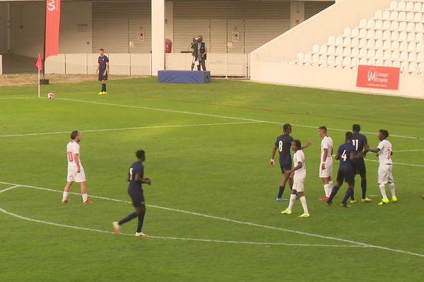 Premier match et première victoire pour l'équipe de France U18. Victoire 2-1 contre la Suisse.