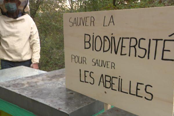 Des apiculteurs du Doubs se sont mobilisés contre le retour des néonicotinoïdes.