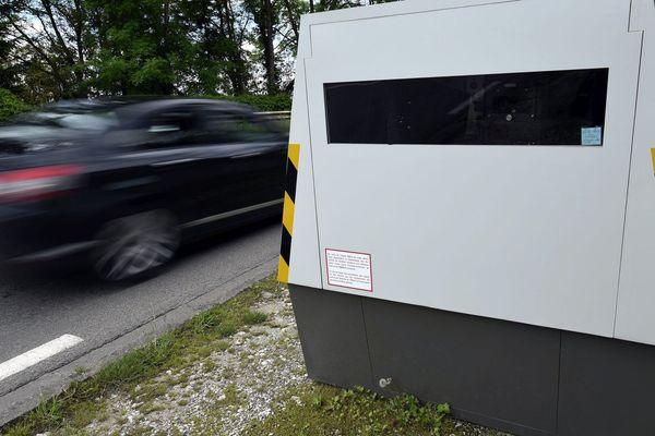 Radar autonome mobile chargé de sécuriser les zones de chantier ou d'intervention d'agents sur routes, autoroutes et voies rapides.