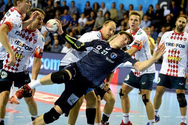 5 Danois autour de Ludovic Fabregas lors de la victoire 30-25 du MHB face à Kolding - 4 octobre 2015