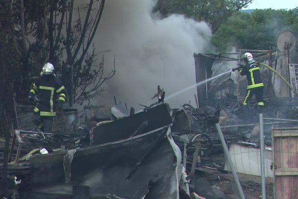 Montpellier - Six caravanes ont étés détruites par les flammes - jeudi 5 août 2021.