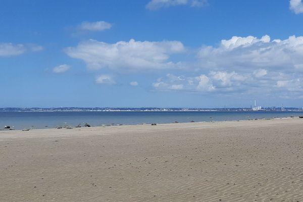 Face au Havre en toile de fond, la Côte de Grâce patientera jusqu'en fin d'après-midi pour bénéficier du retour des éclaircies.