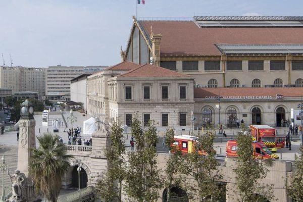 Les lieux de l'attaque, le parvis de la gare Saint-Charles à Marseille.