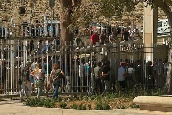 Une centaine de personnes se sont rassemblées devant le tribunal de Montpellier cet après-midi pour soutenir ce viticulteur mais également pour exprimer le ras-le-bol de la profession - 3 juillet 2017