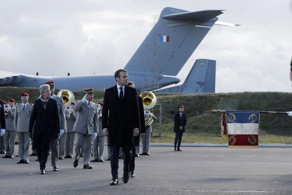 Emmanuel Macron sur la base aérienne de Toulouse Francazal