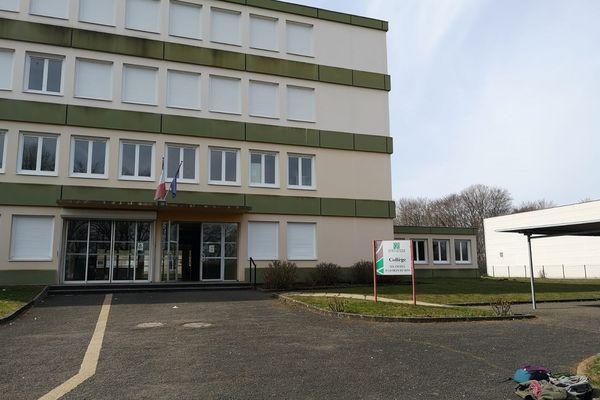 Dans l'académie de Clermont-Ferrand, 4 écoles et collèges sont fermés ce vendredi 26 mars en raison du COVID 19.