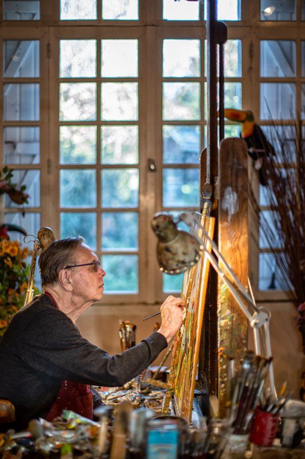 Le peintre Alain Thomas dans son atelier de Vertou.