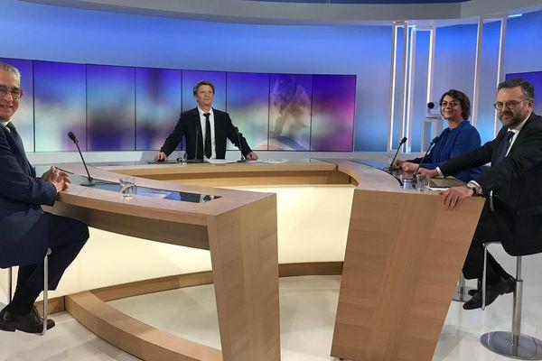Agnès Langevine, Romain Grau et Jean-Marc Pujol sont venus débattre sur le plateau de France 3 Occitanie en l'absence de Louis Aliot.