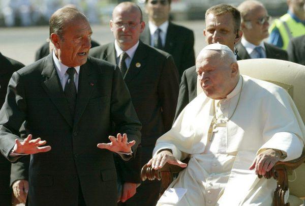 Jacques Chirac accueillant le pape à l'aéroport de Tarbes-Lourdes