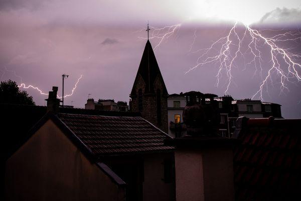 Illustration. Les sapeurs pompiers du Doubs sont intervenus à une trentaine de reprises à cause des orages, ce lundi 10 août.