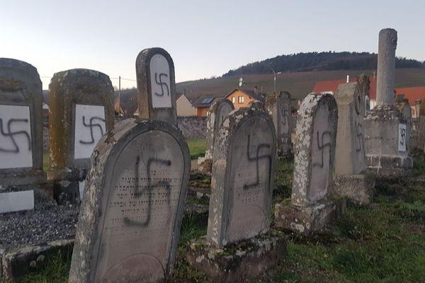 107 tombes ont été profanées au cimetière israélite de Westhoffen (Bas-Rhin).