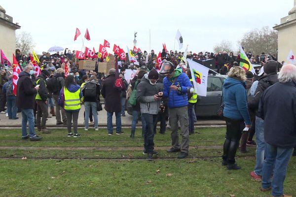 """Près de 3000 personnes se sont réunies ce samedi, pour dénoncer le projet de loi de """"sécurité globale""""."""