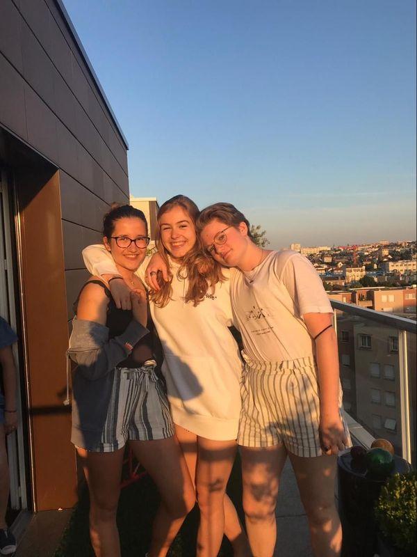 Charlie et ses amies Alice et Marieke