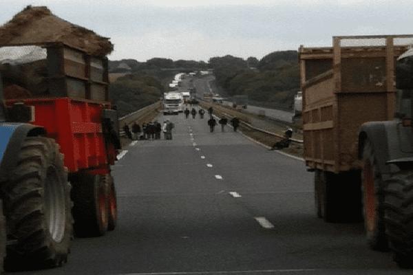 300 manifestants de l'agroalimentaire ont bloqué le pont de Morlaix en début d'après-midi